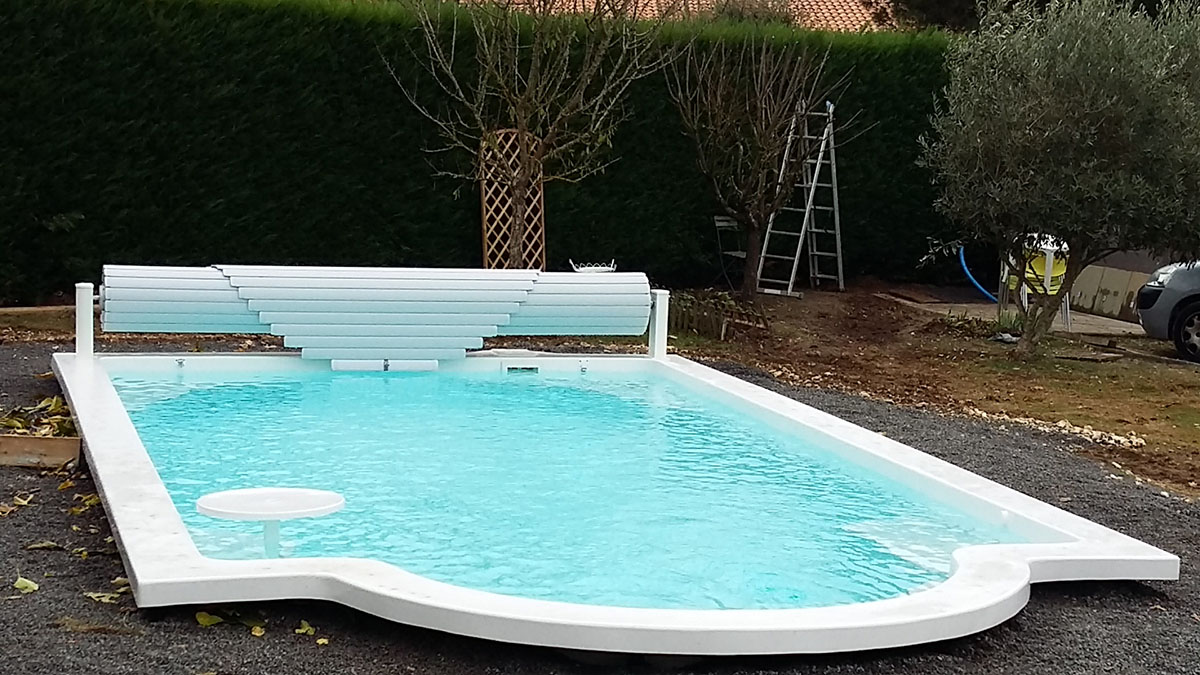 piscines coque fond plat charente maritime 17 piscine freedom. Black Bedroom Furniture Sets. Home Design Ideas
